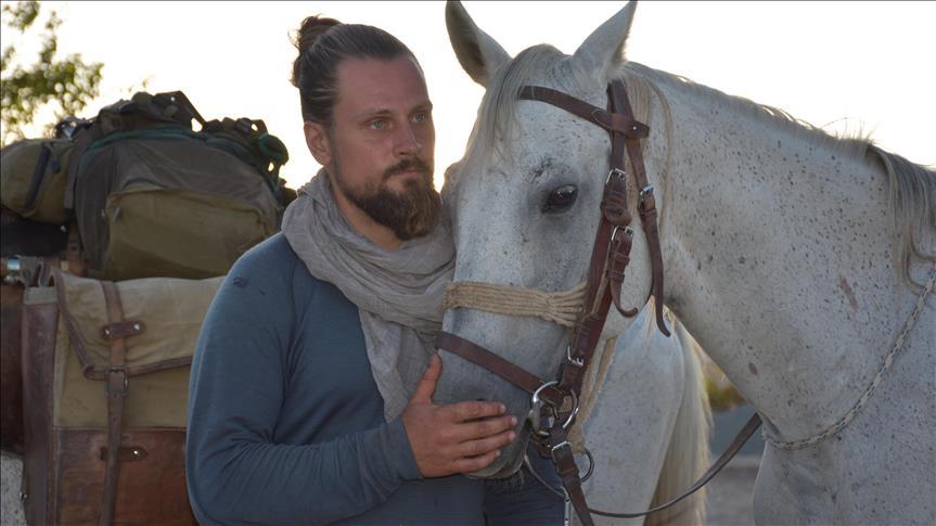 """""""Pour mieux comprendre l'Islam"""", un Polonais part visiter la Mecque à cheval"""