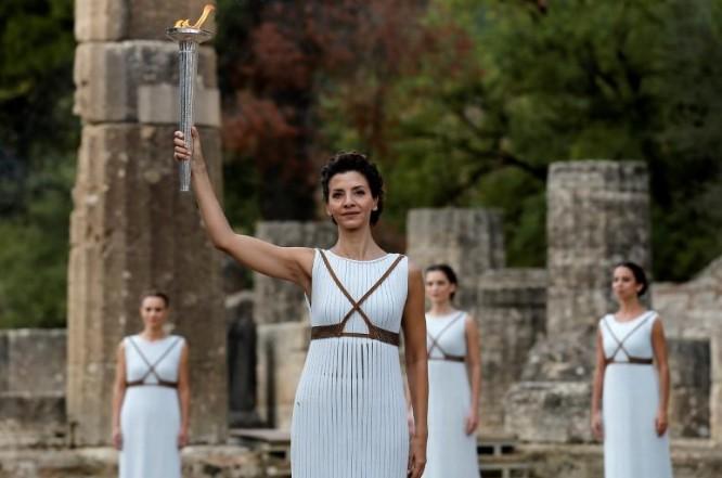 La flamme olympique de Pyeongchang 2018 allumée à Olympie