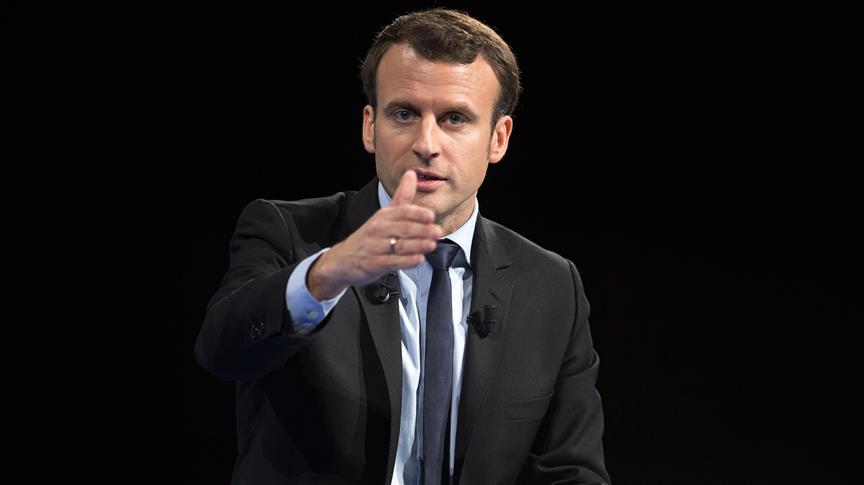 """Emmanuel Macron en visite de """"travail et d'amitié"""" à Alger"""