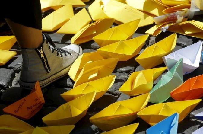 """Amnesty rend des gouvernements européens """"complices"""" du sort des migrants en Libye"""