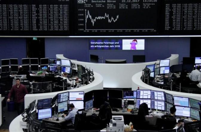 La crise catalane pèse sur les Bourses et l'euro avant Noël