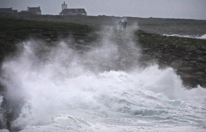 Tempête en France, 200.000 foyers privés d'électricité