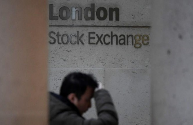 Les actions rebondissent malgré la flambée de l'euro