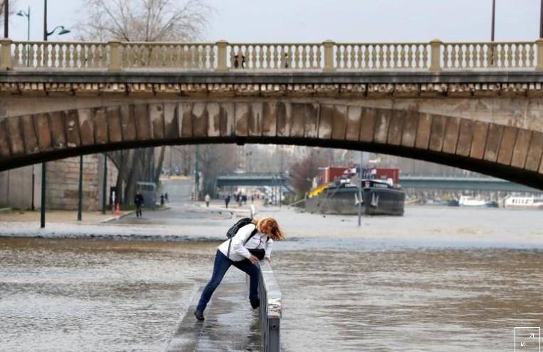 Alerte aux crues, la Seine près d'atteindre 6 m à Paris
