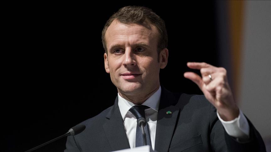 """Macron: """"l'éducation est le rempart pour lutter contre l'obscurantisme"""""""