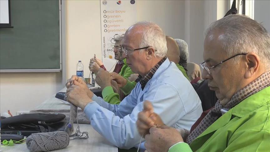 Turquie : Ils défient Alzheimer en tricotant des pulls