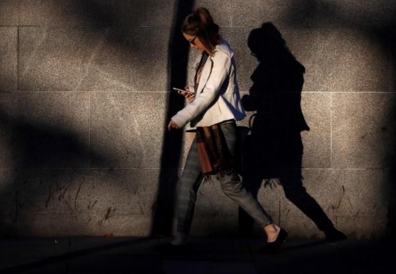 """Les """"smartphones"""" interdits à l'école à la rentrée en France"""