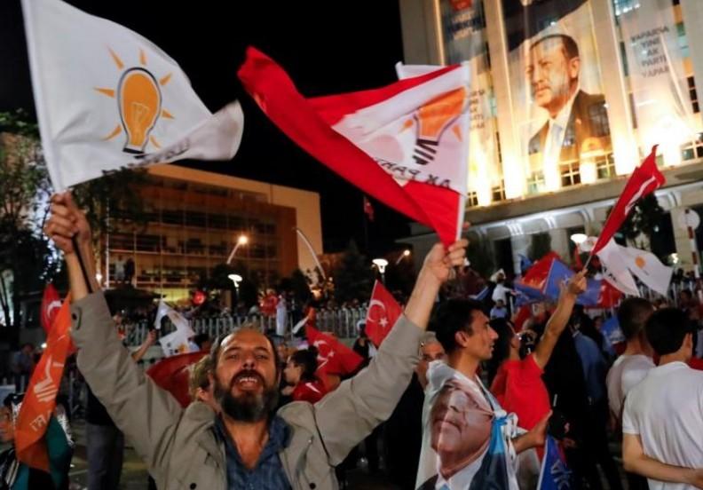 Erdogan et son parti grands vainqueurs des élections