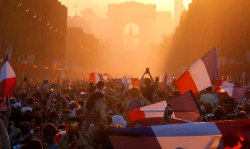 Les champions du monde attendus à Paris pour un sacre populaire