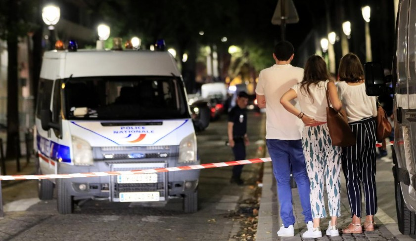 Un homme attaque des passants à Paris, sept blessés