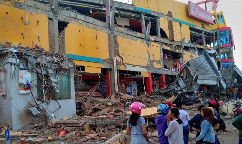 Indonésie: Près de 400 morts après le séisme et le tsunami des Célèbes