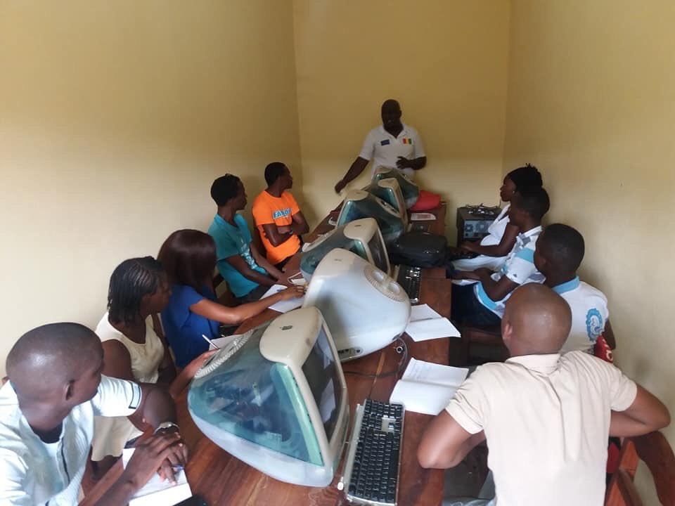 """Villageois.2.0 : en Guinée, un jeune blogueur promeut le """"contrôle citoyen"""" (ENTRETIEN)"""
