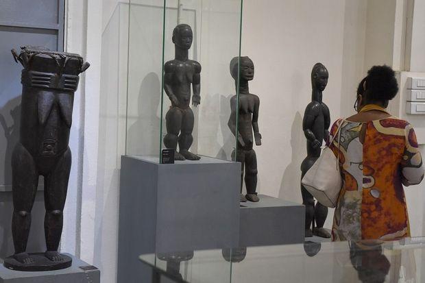 """Côte d'Ivoire: des sculptures parlantes pour une """"collection fantôme"""""""