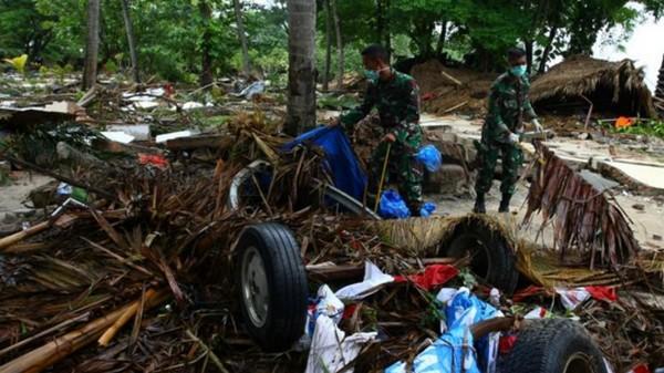 Indonésie: Près de 400 morts après le tsunami, les recherches se poursuivent