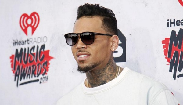 Accusé de viol, le chanteur Chris Brown en garde à vue à Paris