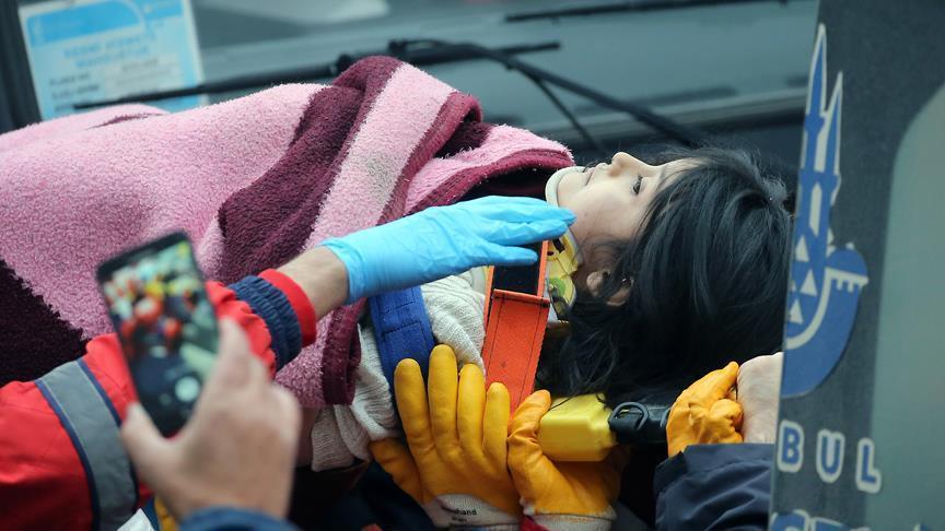 Effondrement d'un immeuble à Istanbul: Une fillette de 5 ans secourue