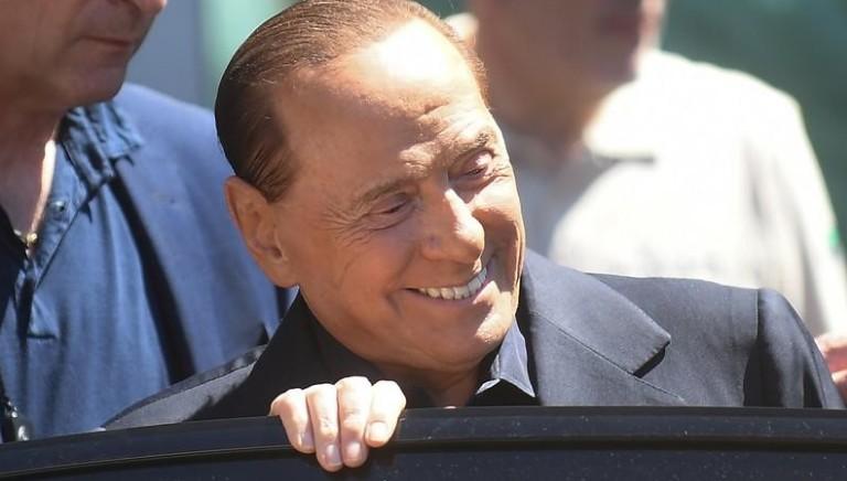 """Berlusconi quitte l'hôpital après une """"belle frayeur"""""""