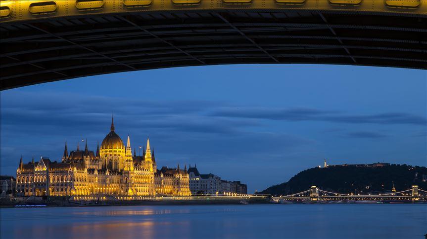 Hongrie: 7 morts dans le naufrage d'un bateau sur le Danube