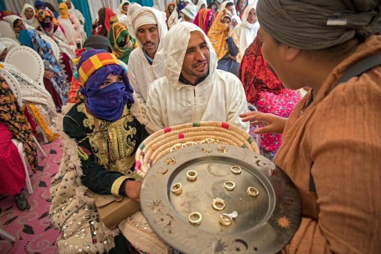 """Au """"moussem des fiançailles"""" au Maroc, on célèbre collectivement son mariage"""