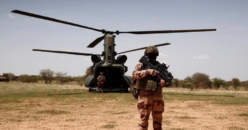 Mort de 13 soldats français: le groupe EI affirme avoir causé la collision