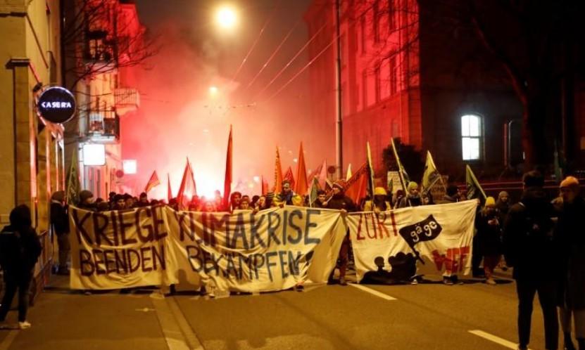Davos: La police fait usage de gaz lacrymogène pour disperser des manifestants