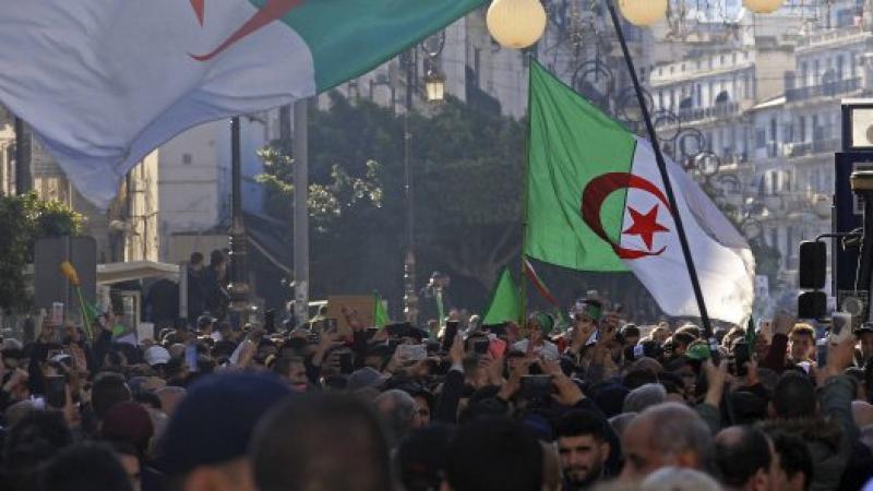 """Algérie: grâce présidentielle pour 3.471 condamnés, pas pour les détenus du """"Hirak"""""""
