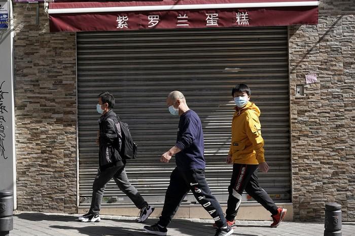 A Wuhan, les fans de foot rechaussent les crampons