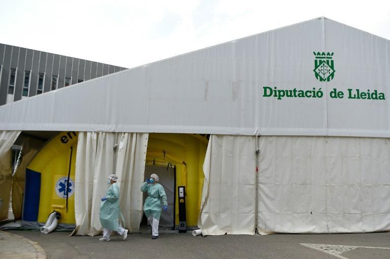 Virus: reconfinement local suspendu en Espagne, nouveau couvre-feu en Afrique du Sud
