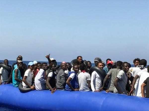 Traverser l'Afrique jusqu'aux côtes méditerranéennes, le calvaire des migrants
