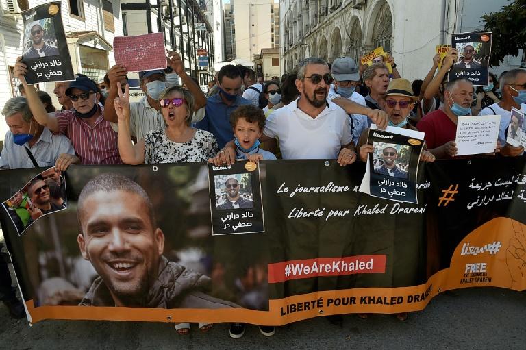 Algérie: lourde condamnation pour le journaliste Khaled Drareni qui reste en détention