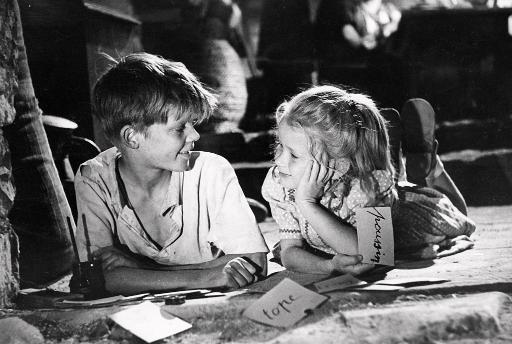 """Photo prise en 1951 lors du tournage de """"Jeux interdits"""""""