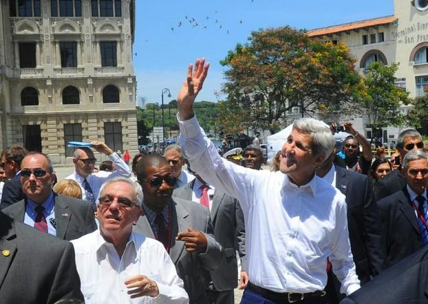 Après 54 ans d'absence, le drapeau américain flotte sur La Havane