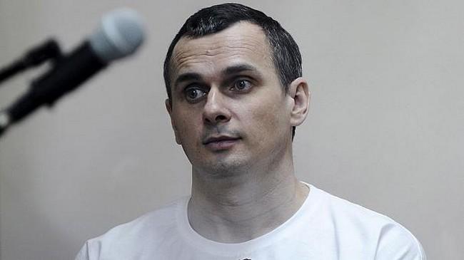 """Le réalisateur ukrainien Oleg Sentsov condamné en Russie à 20 ans de prison pour """"terrorisme"""""""