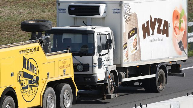 """Camion charnier en Autriche: les victimes ont étouffé en """"très peu de temps"""""""