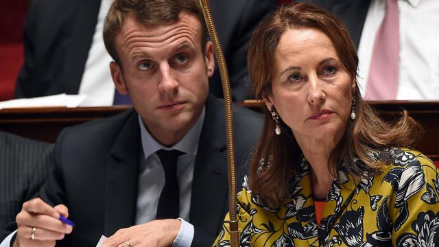 Ségolène Royal suggère l'intervention d'un médiateur, et recadre son collège Emmanuel Macron