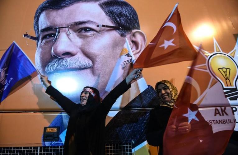 Turquie: le parti d'Erdogan prend une revanche éclatante et retrouve sa majorité absolue
