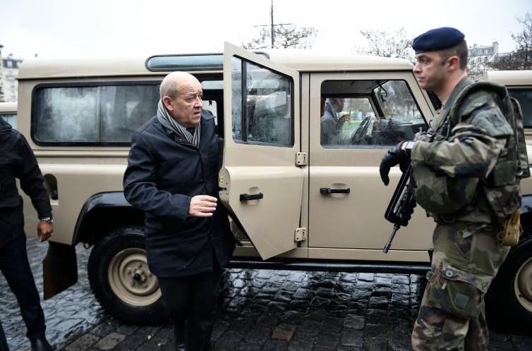 Attentats de Paris: un troisième corps découvert à St-Denis, réunion d'urgence à Bruxelles
