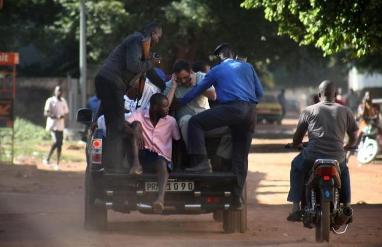 Mali: au moins 3 morts, 80 otages libérés dans l'attaque contre l'hôtel Radisson à Bamako