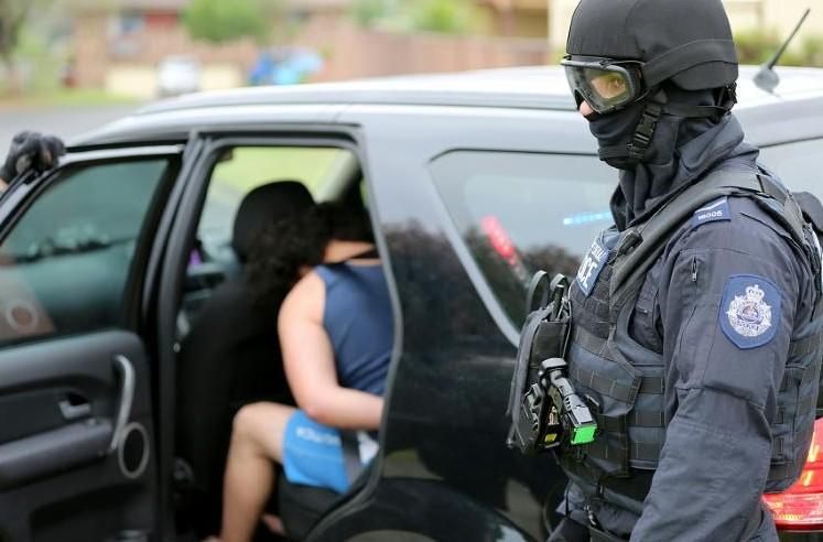 """Australie: deux personnes inculpées de """"complot terroriste"""""""