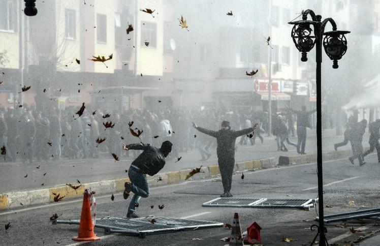 Turquie: 2 manifestants tués lors d'affrontements avec la police à Diyarbakir