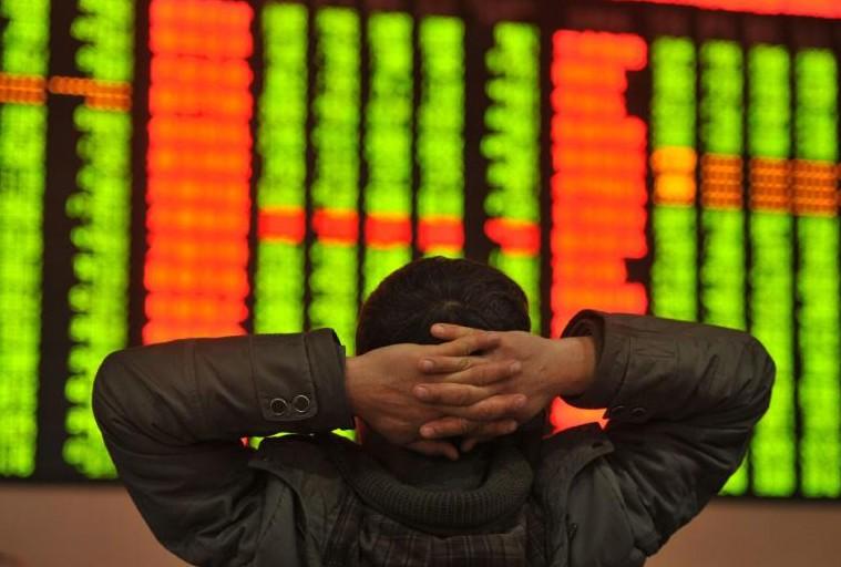 Chine: les Bourses ferment prématurément après un effondrement de 7%