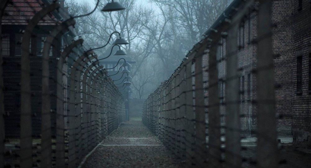 La Pologne retire un monument italien d'Auschwitz