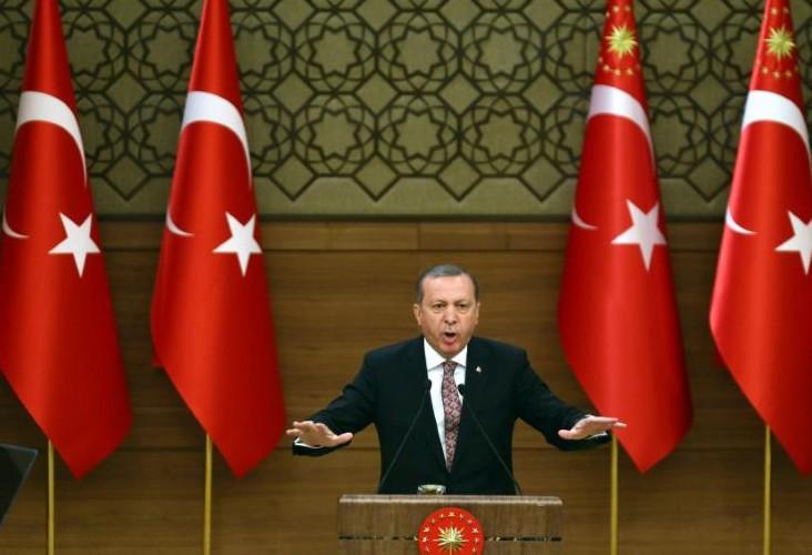 Crise migratoire: Erdogan menace d'envoyer les réfugiés syriens vers l'Europe, l'Otan en mer Egée