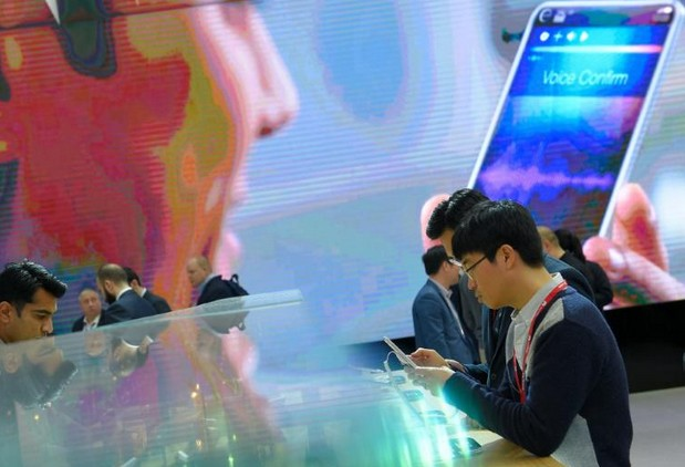 Opérateurs mobiles, géants de l'internet et start ups s'engouffrent dans le secteur bancaire