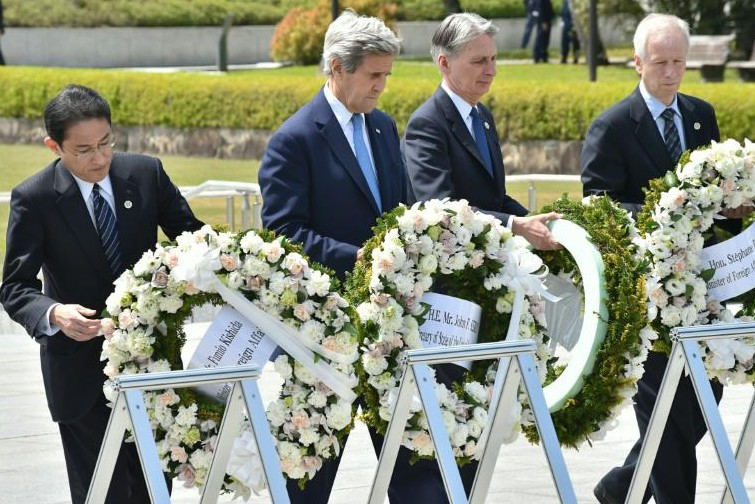 """Hiroshima: jour """"historique"""" avec l'hommage de Kerry et des ministres du G7"""