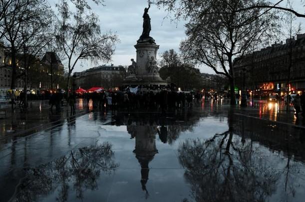 """Débordements et dégradations en marge de """"Nuit debout"""" à Paris: 22 interpellations"""