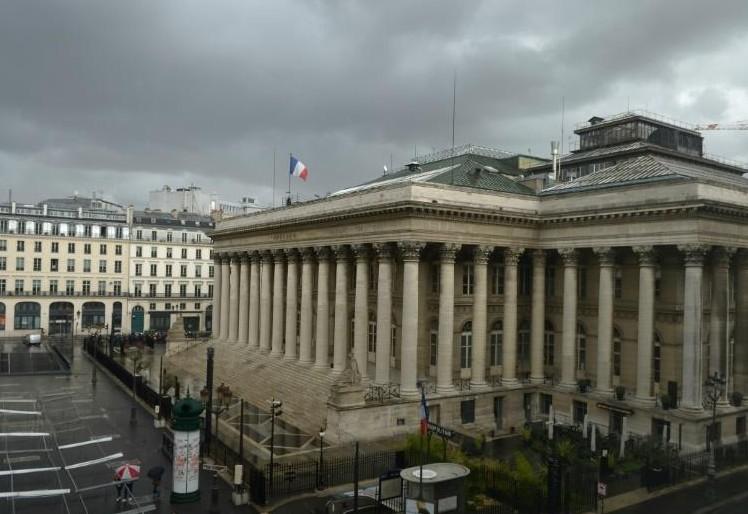 La Bourse de Paris devrait garder un oeil sur les banques centrales