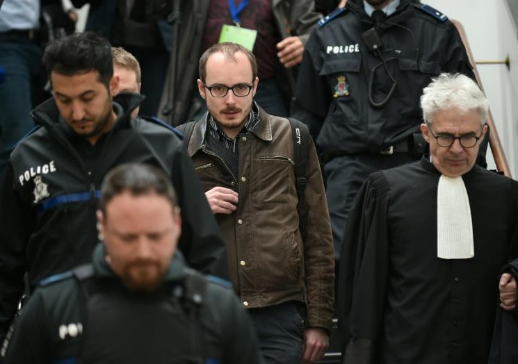 """""""LuxLeaks"""": trois Français, dont le lanceur d'alerte Antoine Deltour, devant la justice du Luxembourg"""
