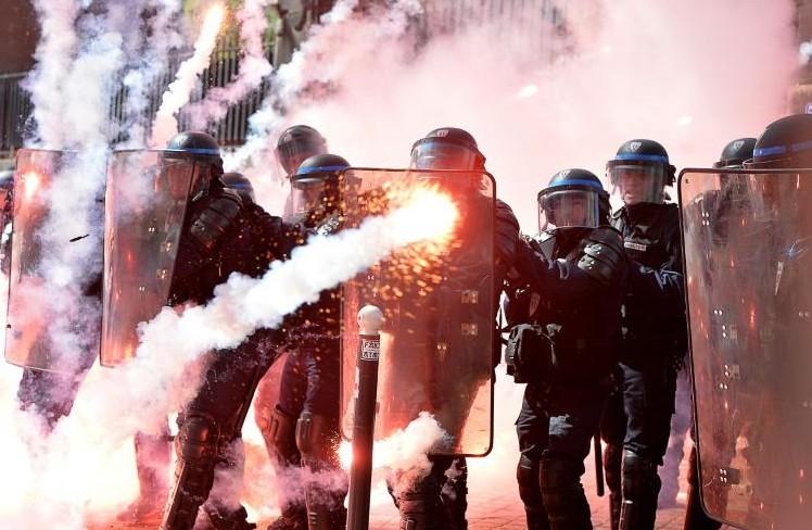 1er Mai: manifestations dans le monde, incidents à Istanbul et Paris