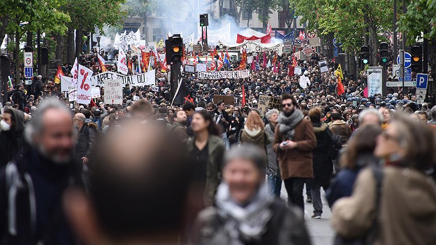 La France paralysée par des grèves et des mouvements sociaux